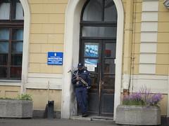 P1130477 (lucas.metreau) Tags: serbie belgrade gare kalash ak47 police street