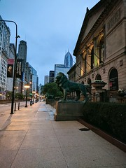 Glow (ancientlives) Tags: chicago illinois il usa michiganavenue artinstitute artinstitutelions entrance loop downtown street streetphotography lights streetlights streetscape night evening walking art architecture buildings towers skyline skyscrapers city cityscape spring april 2019 tuesday