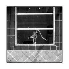 pump • walnut grove, california • 2018 (lem's) Tags: pump house pompe maison tiles carrelage street rue walnut grove california ca rolleiflex t