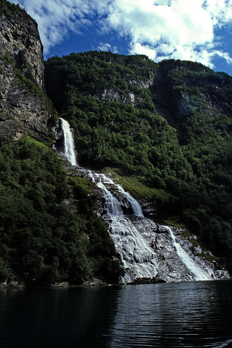 "Norwegen 1998 (329) Friaren, Geirangerfjord • <a style=""font-size:0.8em;"" href=""http://www.flickr.com/photos/69570948@N04/33871013488/"" target=""_blank"">View on Flickr</a>"