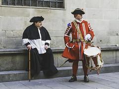 Fuerzas vivas (Civis-XXI) Tags: soldado sacerdote uniforme disfraz barcelona españa gente people retrato