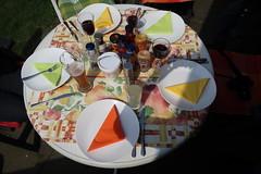 Tischbild mit Soßen (multipel_bleiben) Tags: essen grillen zugastbeifreunden sose fertigprodukte
