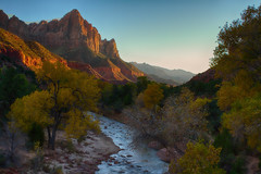 Watchman in Zion National park, a popular photo spot for good reasons... (swissuki) Tags: mainvalley zion watchman national park landscape nature mountain sky