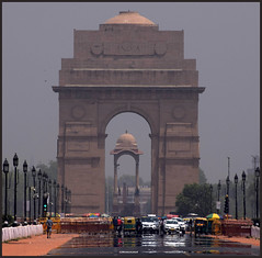 DSC_6160 (mkumar.photographer001) Tags: india gate under shade heat
