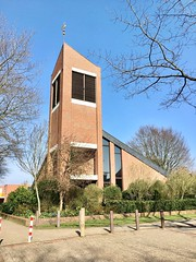 Kirche Bloherfelde (Oldenburg) (kevinkilian91) Tags: church kirche norddeutschland luther turm kirchturm sunshine sonne himmel sky iphone