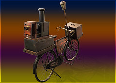 Macchina fotografica mobile intelligente (bellinipaolo31) Tags: fc03911 paolobellini mostradellartigianato firenze veicolo bicicletta macchinafotografica smartphone