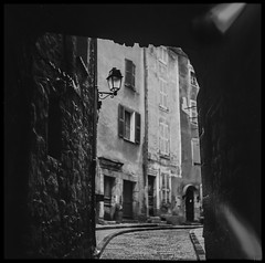 vintage II (*altglas*) Tags: mittelformat mediumformat 6x6 analog film superikonta zeiss adoccms20 vintage village medieval old bw monochrome annot france provence