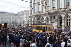 Feest! (Maurits van den Toorn) Tags: tram tramway tranvia villamos strassenbahn mivb stib brussel bruxelles brussels koningstraat rueroyale