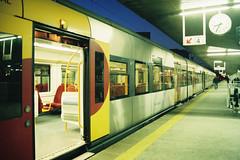 UME 3424 III (Tiago Alves Miranda) Tags: caminhodeferro railways cp comboiosdeportugal ume 3400 3424 suburbano estação station portocampanhã pca linhadominho portugal tiagoalvesmiranda