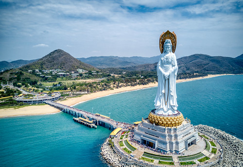 Amazing Statue in Sanya