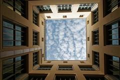 Rome quartier EUR : La ciel dans une boîte (Paolo Pizzimenti) Tags: barbare rome nouveaux ciel boîte eur architecture paolo olympus zuikopenf 12mm f2 film pellicule argentique doisneau