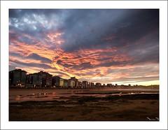 Recordando atardeceres (Jaime Martin Fotografia) Tags: gijon asturias sea atardecer sunset city beach