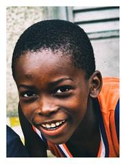 un sourire de Treichville (Marie Hacene) Tags: abidjan afrique treichville côtedivoire enfant sourire garçon