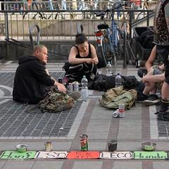 COP03093-001Fl (Christa Oppenheimer) Tags: streetfotografie strasenszenen punk obdachlos grosstadt armut citylife people