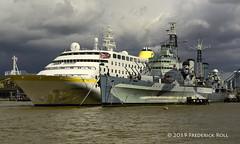 HMS Belfast & MS Hamburg (© Freddie) Tags: london bermondsey lbsouthwark queenswalk riverthames thames pooloflondon upperpool liner cruiseliner mshamburg hamburg iwm hmsbelfast fjroll ©freddie msi309908000 se1