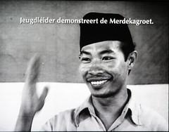Jeugdleider demonstreert de Merdekagroet. (andrevanb) Tags: amsterdam rijkmuseum indonesia freedom war independence dutch nederland colonialism 1945 merdeka