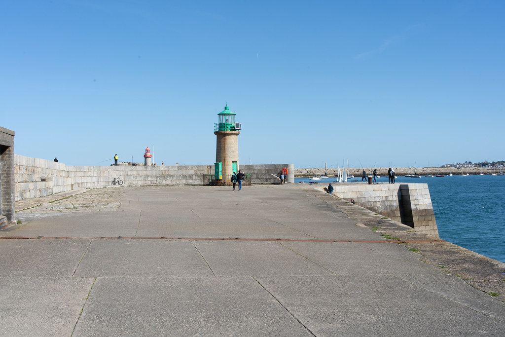 THE END OF THE WALK ALONG THE WEST PIER [DUN LAOGHAIRE HARBOUR]-152200