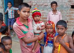 Regards d'enfants . Navadhi . India Album (geolis06) Tags: geolis06 asia asie inde india bihar navadhi village portrait street rue famille family child olympus enfant rural bébé baby