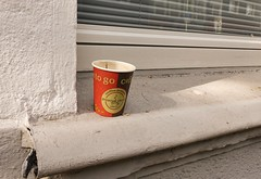 Sunday morning (frankdorgathen) Tags: banal mundane sonyrx100m3 sonyrx100iii ruhrpott ruhrgebiet rüttenscheid essen city urban windowsill fensterbank coffeetogo coffeecup kaffeebecher