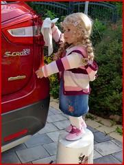 Frühlingsputz / Spring cleaning (ursula.valtiner) Tags: puppe doll bärbel künstlerpuppe masterpiecedoll auto car putzen cleaning frühjahrsputz springcleaning