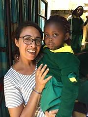 Kenza, adhérente de l'association Globalong, s'est engagée comme volontaire dans un orphelinat au Kenya (infoglobalong) Tags: stage mission humanitaire international bénévolat volontaire solidaire soutien orphelinat enfant kenya afrique