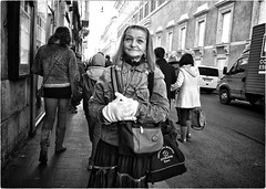 Real Point & Shoot (Steve Lundqvist) Tags: rome roma italia italy portrait people street photography streetshot strada corso road persone maier bruce gilden vivian monochrome nikon loner black white background downtown depth streets poverty pike place homeless candid art world outside monocromo human condition