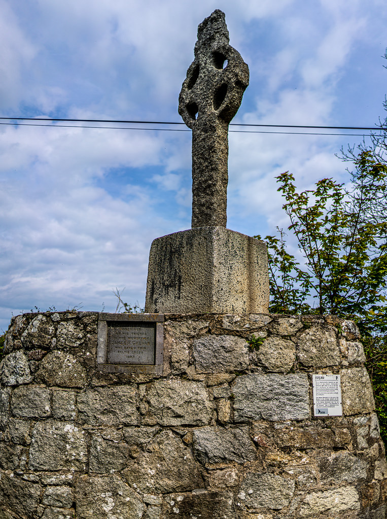 AN OLD CELTIC HIGH CROSS NEAR TULLY CHURCH [LEHAUNSTOWN LANE NEAR THE LUAS TRAM STOP]-152314