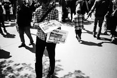 WOZ (gato-gato-gato) Tags: 1mai aufbau demo demonstratoin falken feminismus friededenhütten internationalesolidarität kapitalismus kriegdenpalästen kurden leica leicammonochrom leicasummiluxm35mmf14 mmonochrom mayday messsucher monochrom patriarchat primero primerodemayo rjz schweiz strasse street streetphotographer streetphotography suisse svizzera switzerland zueri zuerich zurigo black digital flickr gatogatogato gatogatogatoch rangefinder streetphoto streetpic streettogs tobiasgaulkech white wwwgatogatogatoch manualfocus manuellerfokus manualmode schwarz weiss bw monochrome blanc noir strase onthestreets mensch person human pedestrian fussgänger fusgänger passant sviss zwitserland isviçre zurich