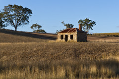 Junction Road, just outside Littlehampton, Adelaide Hills - South Australia (Trace Connolly Photography) Tags: australia natur natura natural nature naturaleza naturephotography colour color colourful outdoor outdoors outside eos canon sunlight exposure flickr landscape earth environment environmental environmentalphotography sunset sunrise contrast red green yellow blue black white scene scenery cloud clouds sky scenic weather holiday view country countryside orange purple pink building architecture stone brick buildings