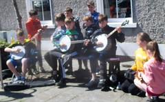Young street musicians & dancers Louisburgh 5 May 2019 (Diego Sideburns) Tags: 25thféilechoiscuain féilechoiscuain comayo louisburgh ireland traditionalirishmusic