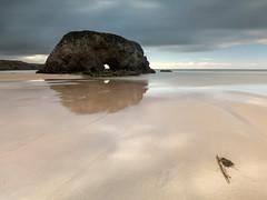 Mirando@infinito (pepe.anacadabra) Tags: stone roca reflejos sand arena longexposure largaexposición castropol asturias juanriera olympus penarronda atardecer beach em1markii leefilters mayo playa sunset