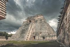 Uxmal 3862 ch (Emilio Segura López) Tags: uxmal templo pirámide adivino cuadrángulodelospájaros arqueología maya puuc templodeladivino yucatán méxico ruina