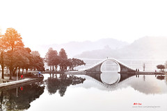 D5G_8205 (愚夫.chan) Tags: misty moonbridge mistymorning 臺灣 taiwan 台北市 taipeicity 內湖區 大湖公園 dahupark 錦帶橋 lake 湖 樹 倒影 reflection mountains peaceful