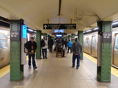 201905007 New York City subway station 'Lexington Avenue−59th Street' (taigatrommelchen) Tags: 20190518 usa ny newyork newyorkcity nyc manhattan midtown icon urban central perspective railway railroad mass transit subway station tunnel train mta r160a