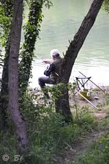 """""""Lo pescaire"""", tranquille au bord du lac (Brigitte .. . """"Tatie Clic"""") Tags: 2019042911 avril printemps pécheur tronc arbres eau lac sentier sansretouche lotetgaronne aquitaine francesudouest vert verdure lcob"""