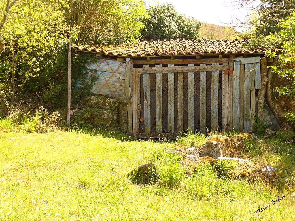 Águas Frias (Chaves) - ... a arte na construção de arrumos, no campo ...