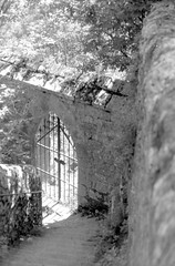 Stairway to... (Acidacétik) Tags: analogphotography filmphotography 35mm ilford hp5 argentique rocamadour france minolta dynax film scan noiretblanc blackandwhite