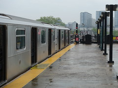 201905024 New York City subway station 'Mets–Willets Point' (taigatrommelchen) Tags: 20190518 usa ny newyork newyorkcity nyc queens icon urban city railway railroad mass transit elevated subway station train mta r188