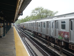 201905025 New York City subway station 'Mets–Willets Point' (taigatrommelchen) Tags: 20190518 usa ny newyork newyorkcity nyc queens icon urban city railway railroad mass transit elevated subway station train mta r188