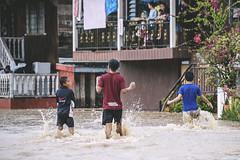 Flooding. (Andy @ Pang Ket Vui ( shootx2 )) Tags: tawau flood kids home sabah heavy rain d800 70300mm nikon