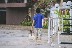 He just want to go home. (Andy @ Pang Ket Vui ( shootx2 )) Tags: tawau flood kids home sabah heavy rain d800 70300mm nikon