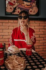 IMG_9577 (Alessandrokelvin) Tags: photoshoot ensaio food cocacola coca eyes model red canon canon6d portrait lanche light sensual oculos cellphone