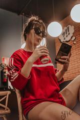IMG_9543 (Alessandrokelvin) Tags: photoshoot ensaio food cocacola coca eyes model red canon canon6d portrait lanche light sensual oculos cellphone