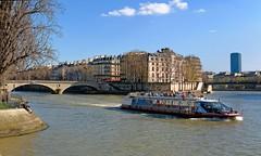 Paris / Navigation on the Seine (Pantchoa) Tags: paris france seine fleuve eau pont bateau vedette tour immeubles arbres quai nuage pontlouisphilippe vedettedupontneuf croisière tourisme touristes