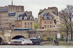 438 Paris en Mars 2019 - la Seine, la statue de Henri IV et l'entrée de la Place Dauphine au bout de l'Île de la Cité (paspog) Tags: paris france mars march märz 2019 seine îledelacité