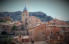 Albarracín Cathedral 001 (Masakino Fuquini) Tags: spain españa town ciudad village countryside rural view scenery cathedral catedral church chris building house spring 2019 スペイン 街並み 教会 大聖堂 キリスト教 カトリック 信仰 アルバラシン アラゴン aragón albarracin teruel sunny nikonflickraward nikon d3200 ニコン dslr slr