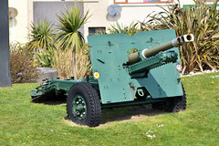 Howitzer in Carrickfergus, April 2019 (nathanlawrence785) Tags: vehicles cars show rally summer spring northern ireland ni ulster gun howitzer tank sabre army locomotive steam engine