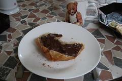 Croissant mit Nutella (multipel_bleiben) Tags: essen zugastbeifreunden gebäck schokolade