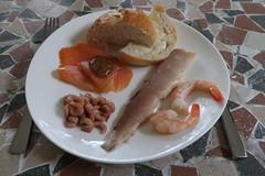 Brötchen mit Forelle, Lachs mit Monschauer Honig-Mohn-Senf, Krabben und Garnelen (multipel_bleiben) Tags: essen zugastbeifreunden brötchen fisch meeresfrüchte lachs