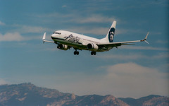 Alaska Airlines Boeing 737-800 on short final for runway 25 at Santa Barbara, 26 March 2019 (beltz6) Tags: boeing 737 goleta sba ksba santabarbara santabarbaraairport 737800 n551as alaskaair alaskaairlines alaska boeing737 boeing737800 landing runway airport aviation airplane aircraft avgeek winglets scimitarwinglets
